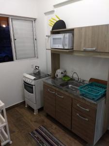 Una cocina o zona de cocina en Casa Campeche Proxima ao Mar