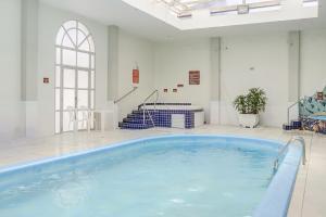 The swimming pool at or close to Apto 1 dormitório Vista para o Mar
