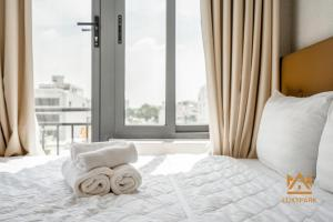 A bed or beds in a room at Luxy Park Hotel & Apartments-City Centre