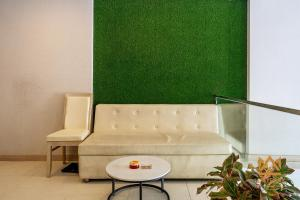 A seating area at Luxy Park Hotel & Apartments-City Centre