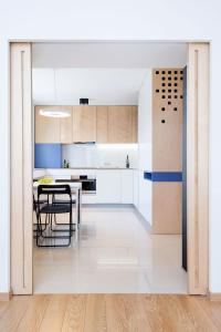 A kitchen or kitchenette at ☆ Comfort & Modern Apartment 15min to the CENTER
