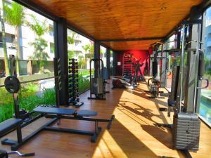 The fitness centre and/or fitness facilities at Apartamento em Frente à Ilha do Campeche!