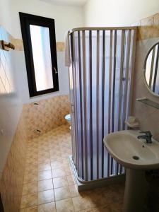A bathroom at alloggio stagnone kite