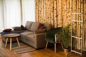 O zonă de relaxare la Porumbacu Treehouse