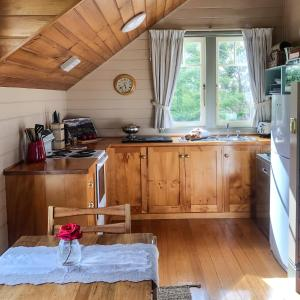 A kitchen or kitchenette at Beaupre Cottage