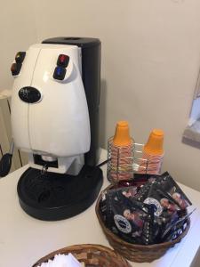 Set per la preparazione di tè e caffè presso Pompei House
