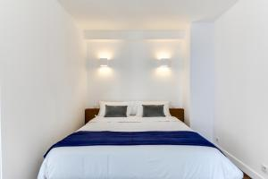 A bed or beds in a room at LOFT A BASTILLE