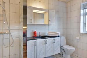 Et badeværelse på Klitbakken Apartment