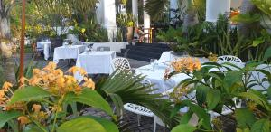 A restaurant or other place to eat at Criollo House