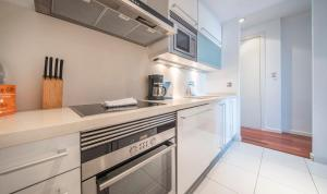 A kitchen or kitchenette at You Stylish City Centre Apartments