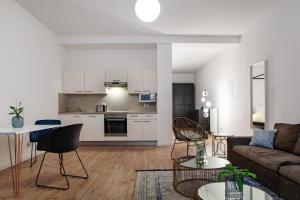 A kitchen or kitchenette at The Suite Hotel Fabric