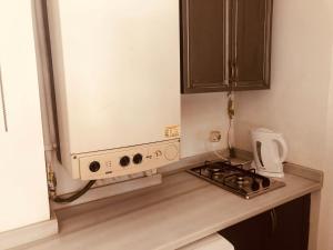 Кухня или мини-кухня в An Apartment In Heart Of Galata Tower