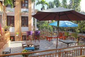 A restaurant or other place to eat at Hoi An Golden Horse Villa