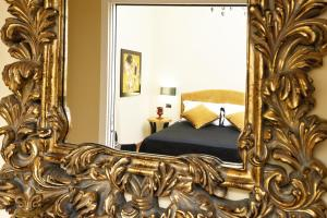 A bed or beds in a room at Casa Roma Luxury Apartment