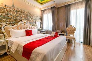 RedDoorz Premium @ Cao Thang Street