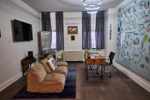 A seating area at Resolution Suite: Turn Your Passion Into a Business
