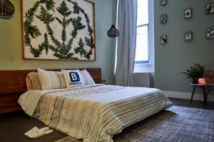 A bed or beds in a room at Resolution Suite: Practice Self-Care