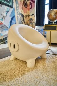 A bathroom at Resolution Suite - Become Financially Savvy
