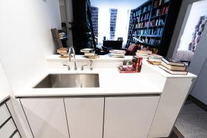 A kitchen or kitchenette at Resolution Suite: Read More