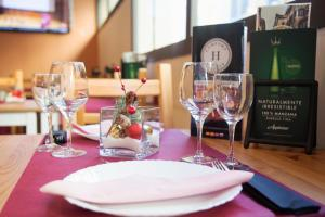 A restaurant or other place to eat at Comfort Calella