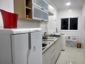 Una cocina o zona de cocina en APTO PRAIA DOS INGLESES