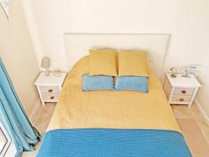 A bed or beds in a room at Sunny Terrace Apt - Private Condo, Pool, Garden, Bikes & Netflix
