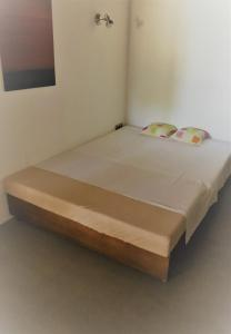 A bed or beds in a room at Casa S'Olibassa
