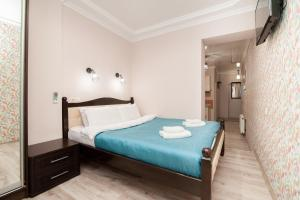 A bed or beds in a room at Elite Rentals Apartments