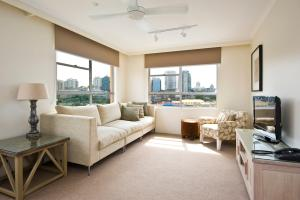A seating area at Harbourside Apartments
