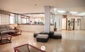 De lobby of receptie bij Apartamentos Palm Beach Club Carihuela