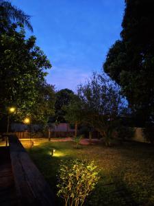 A garden outside CASA AMARELA EM BONITO (Casa Deck)