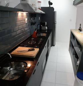A kitchen or kitchenette at Salvador Praia