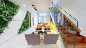 Golden Westlake Villa