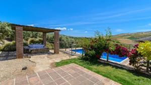 A view of the pool at Casa Rural El Moral or nearby