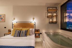 Postel nebo postele na pokoji v ubytování Jacuzzi By The Historic Giza Pyramids - Apartment 3