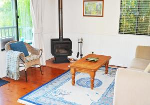A seating area at The Cottages On Mount Tamborine