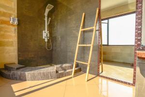 A bathroom at Villa Umbrella