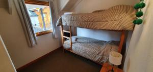 Una cama o camas cuchetas en una habitación  de Departamento Rocacindo