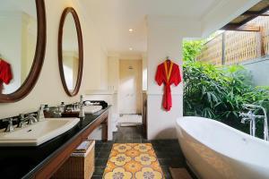 A bathroom at Aradhana Villas by Ekosistem