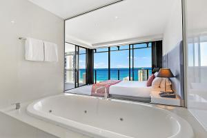 A bathroom at Circle on Cavill Ocean View