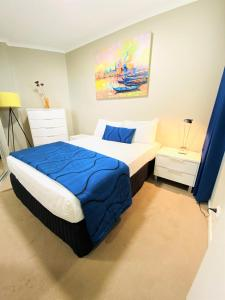 A bed or beds in a room at Kirra Beach Apartments