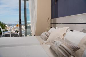 Ένα ή περισσότερα κρεβάτια σε δωμάτιο στο Emerald Lake Studios