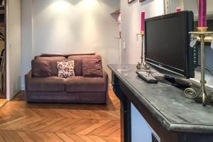 TV/Unterhaltungsangebot in der Unterkunft Saint Germain- Cherche Midi grand studio de charme