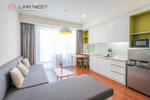 A kitchen or kitchenette at LinkNest Seaview Apartment