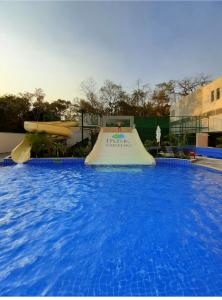 The swimming pool at or close to Flat no Hotel Park Veredas apto107