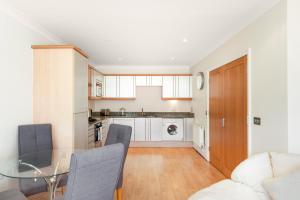 Küche/Küchenzeile in der Unterkunft Modern 2bed 2bath Angel Apt
