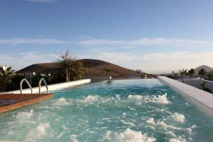 The swimming pool at or near Villa El Erizo