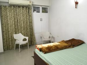 A bed or beds in a room at Kuber House