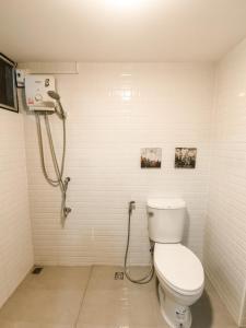 A bathroom at Nimman feeling good