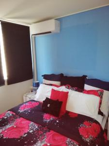 A bed or beds in a room at Chevron Island Jewel 1
